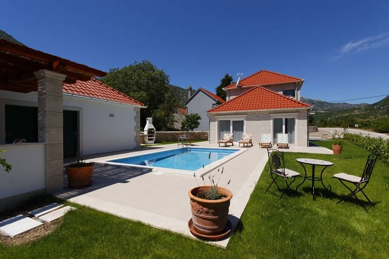 Villa Zupa with the swimming pool for renting