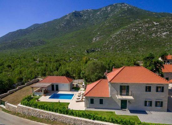 Villa in Dalmatian hinterland