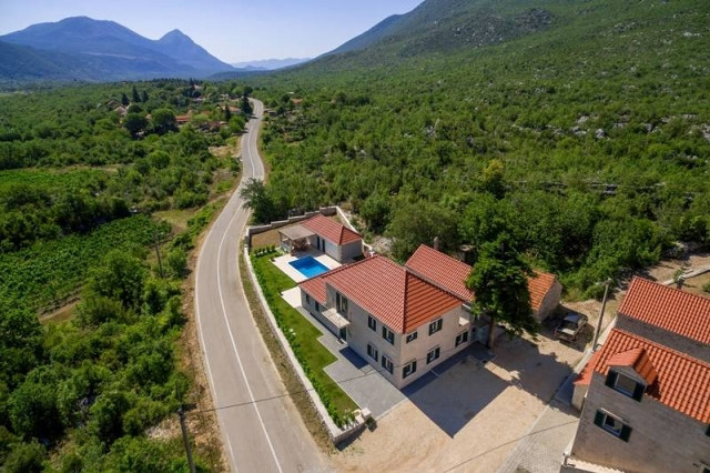 Villa Zupa at the foot of the mountain with its property