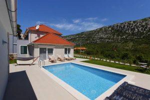Private pool in Villa Župa
