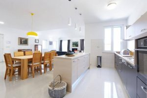 Kitchen and dining room | Villa Župa