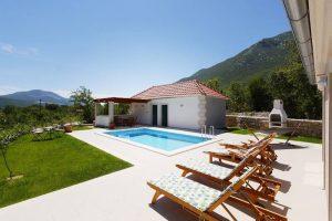 Private pool and summer kitchen | Villa Župa