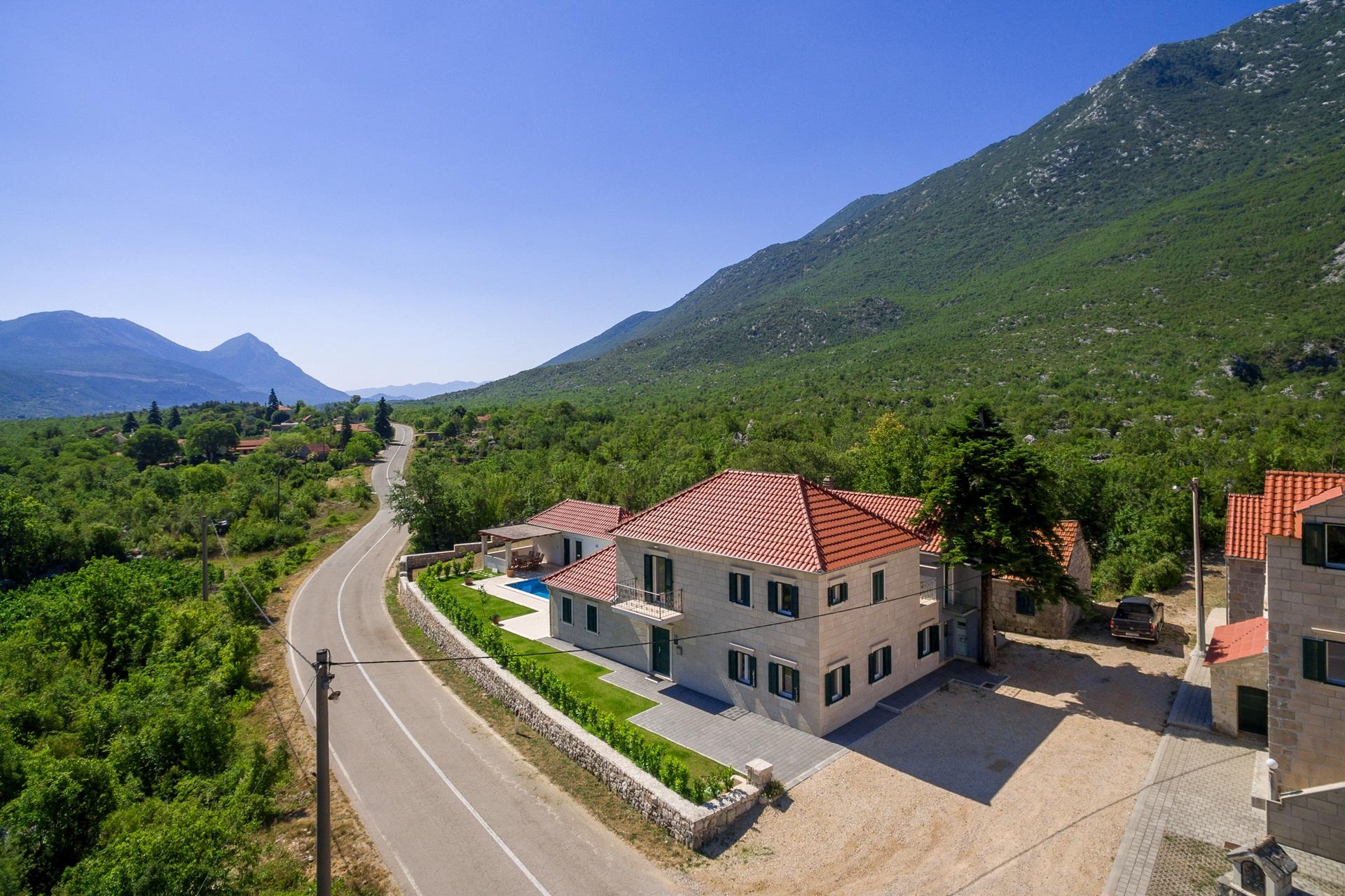 Stone villa | Villa Župa